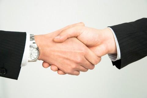 不動産業者を通さずに、個人間直接売買取引はできるのか?不動産会社を通した方がいい理由は?